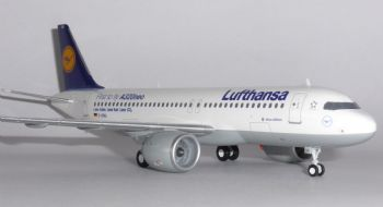 Airbus A320 NEO Lufthansa Germany Herpa Model Scale 1:200 557979 D-AINA EA